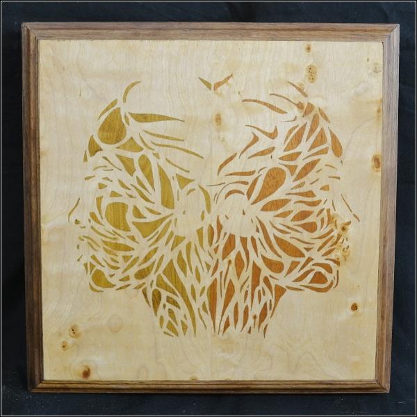Uitgevoerd in esdoorn-, mahonie- en goudenregenhout door Susan van den Brink