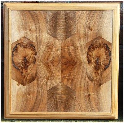 Uitgevoerd in notenhout door Jan Siemelink
