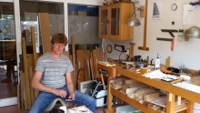 Pepijn Groen in zijn werkplaats bij het Meubelmakerscollectief Utrecht